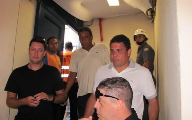 O ex-atacante Ronaldo chegou ao Pacaembu  cercado por seguranças e se dirigiu ao camarote  VIP
