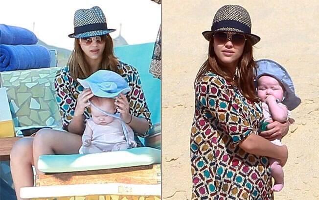A atriz com a filha mais nova no colo. Heaven tem 4 meses