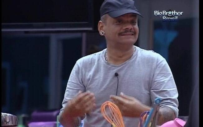 João Carvalho confessa aos brothers não ter acordado bem