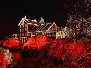 Casa em Clifton, no Estado de Ohio, comprova show de luzes nos EUA