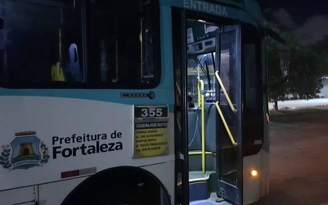 ônibus circulando em Fortaleza