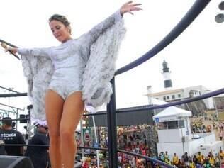 Depois da Bahia, Claudia Leitte desfila em seu primeiro ano como rainha de bateria da Mocidade