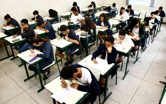 A necessidade de trabalhar desde cedo para complementar a renda é apontado como o principal motivo para a evasão escolar