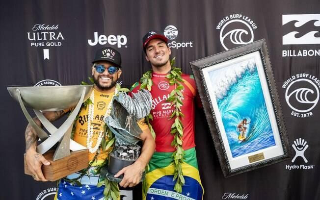 Italo Ferreira e Gabriel Medina, campeão e vice mundial