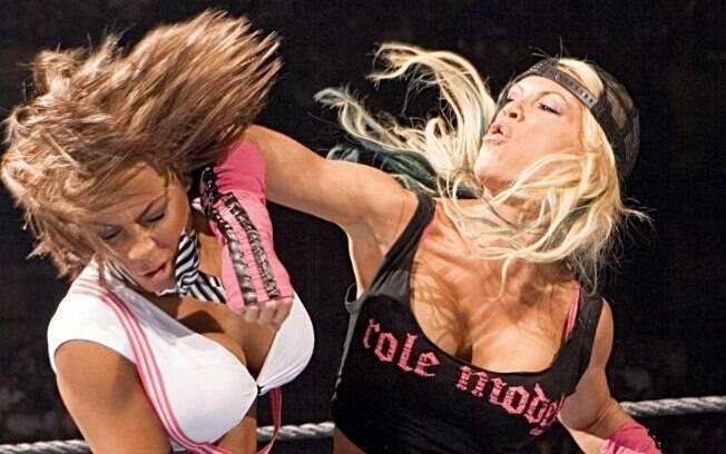 A lutadora e capa da PlayboyAshley Massaro morreu nesta sexta-feira. A causa da morte não foi divulgada.