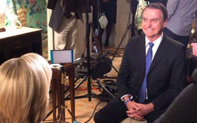 Em entrevista exibida nesta segunda, Bolsonaro se esquivou de polêmicas e comentou encontro com Trump