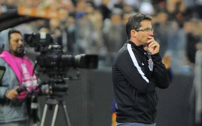 Osmar Loss estreou com derrota como técnico do Corinthians