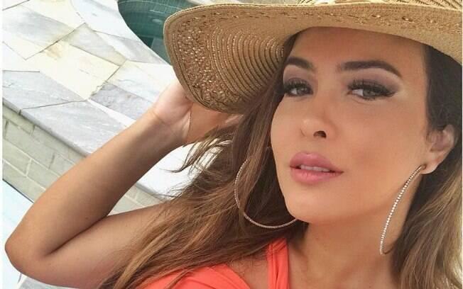 Geisy Arruda atualiza sua conta oficial do Instagram com registro sensual