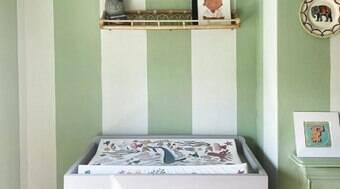 Truque de pintura eleva as listras simples no quarto do bebê