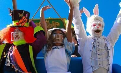 Alice no País das Maravilhas inspira espetáculo do Hopi Hari