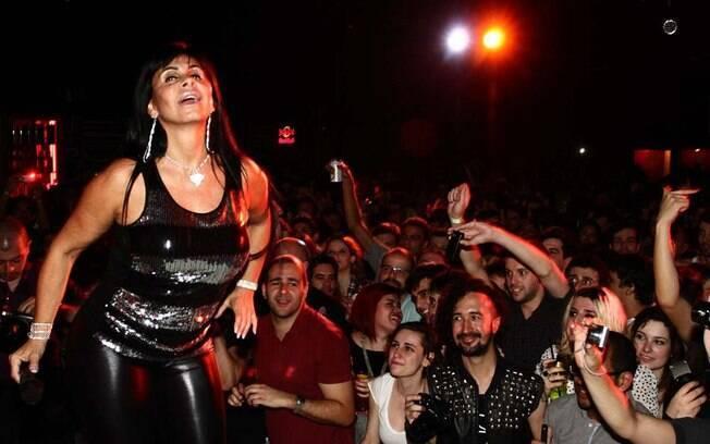Gretchen enlouquece a plateia na Squat Party, em São Paulo: para sustentar seus filhos, ela diz que até se prostituiria
