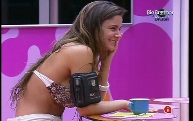 Laisa troca elogios com João Carvalho na cozinha da Casa Principal