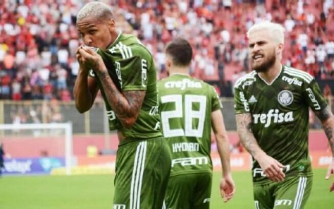 Deyverson comemora seu gol pelo Palmeiras