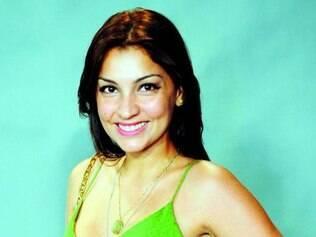Manu afirma que consegue conciliar a vida de atriz e cantora
