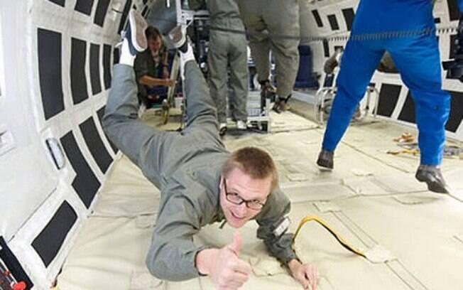 Mitos sobre o universo: experiência no espaço é livre de gravidade;  professor diz que afirmação se deu por má  interpretação