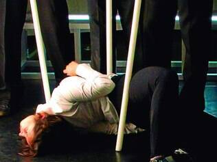 Grupo. Ao som de rock e soul, bailarinos realizam coreografia de Jorge Garcia, que trabalha pela 2ª vez com o grupo