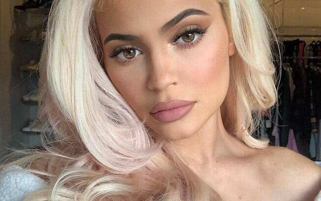 Kylie Jenner é acusada de plágio por empresa de cosméticos