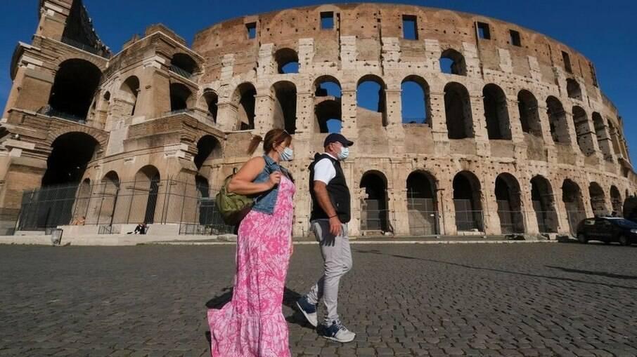 Itália acha variante de coronavírus 'irmã' de mutação britânica; confira