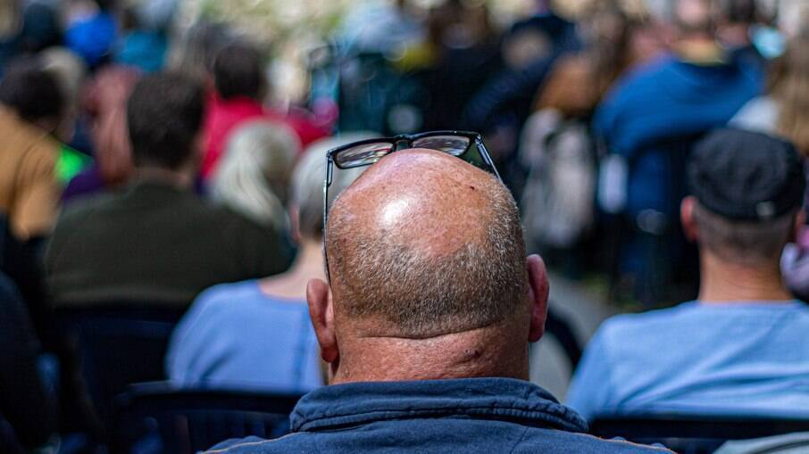 Pesquisadores estudam a queda de cabelos