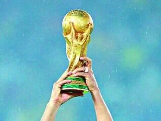 Cafu levantou a última taça conquistada pelo Brasil em uma Copa