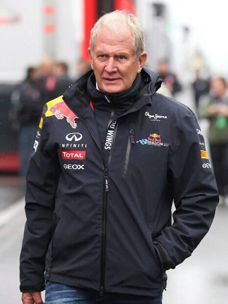 Helmut Marko caminhando