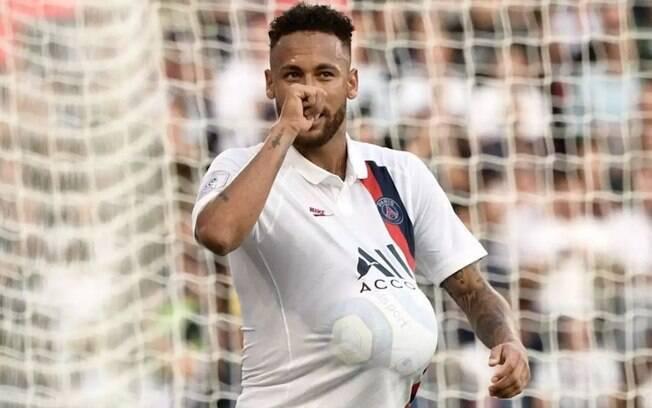 Neymar comemora seu gol chupando o dedão