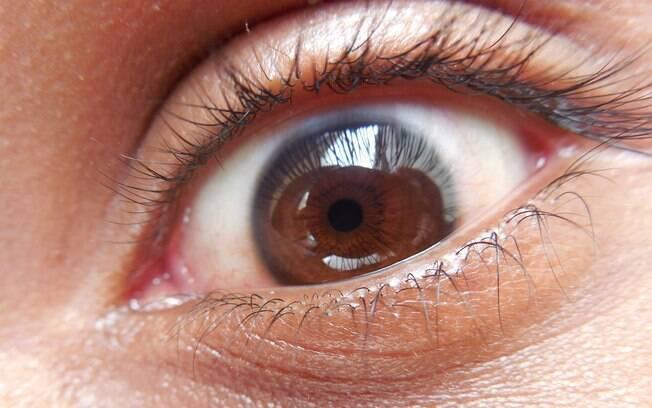 O senhor de 64 anos, que tem cataraca, pingou supercola em seu olho no lugar de seu colírio oftalmológico habitual