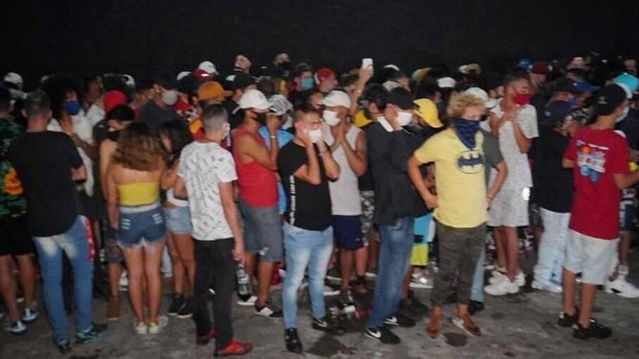 Balada clandestina tinha muitos jovens sem máscara