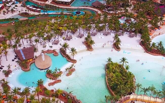 Dentre as opções de divertimento em Olímpia, está o Hot Beach Olímpia, com piscinas abastecidas pelas águas termais
