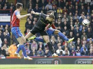 Edin Dzeko abriu o placar para o Manchester City e Yaya Touré completou o marcador