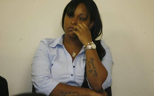 Dayanne Rodrigues, julgada pelo desaparecimento e morte de Eliza Samudio, demostra cansaço nesta terça-feira (5)
