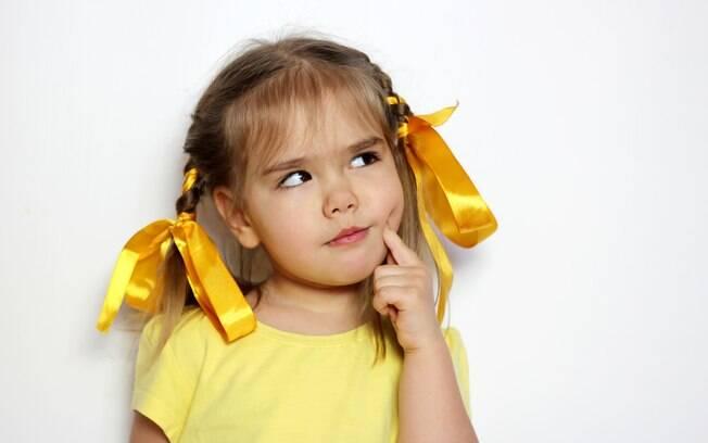Segundo a mãe, que está brava com o ex, as crianças ficaram chateadas quando souberam que não falarão mais papai
