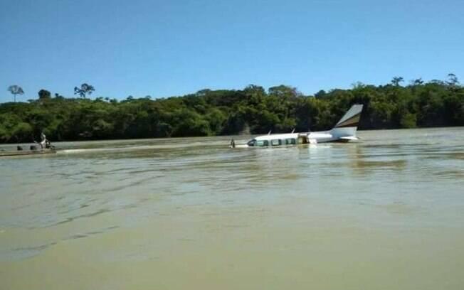 Piloto diz ter feito pouso forçado após dois homicídios em pleno voo
