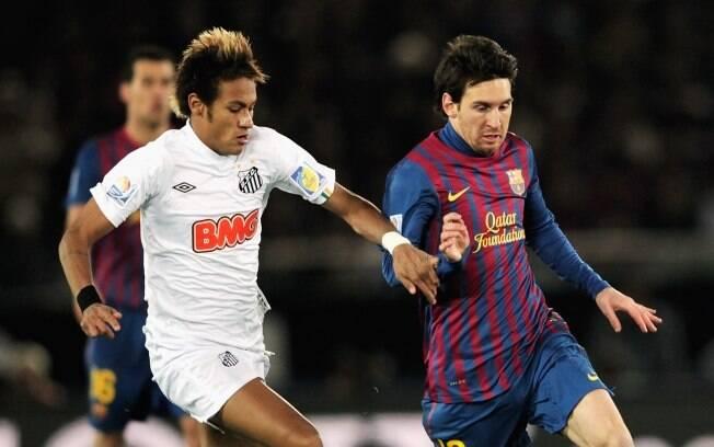 No Mundial de 2011, no confronto Barcelona x  Santos, usou moicano com luzes