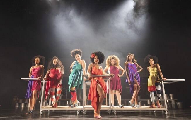 Sete atrizes se dividem no palco de