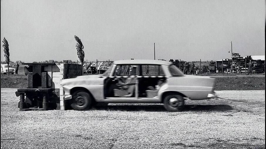Foi a Mercedes que começou a se preocupar com a fabricação de estruturas que absorvesse melhor impacto