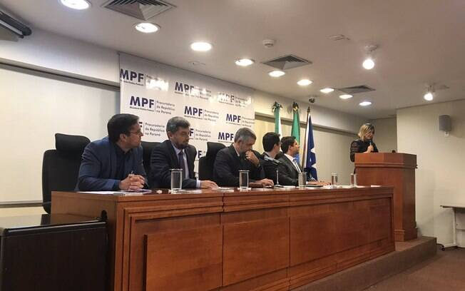 Integrantes do Ministério Público Federal realizaram ato para defender trabalhos da Operação Lava Jato