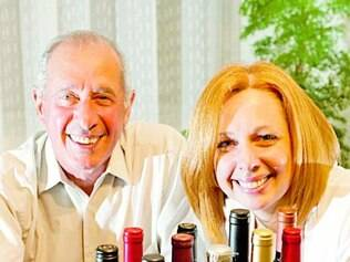 Wilson e Letícia recebem duas garrafas por mês com a assinatura