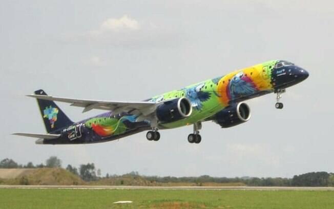Novo Embraer 195-E2, Ararinha Azul realiza primeiro voo de testes