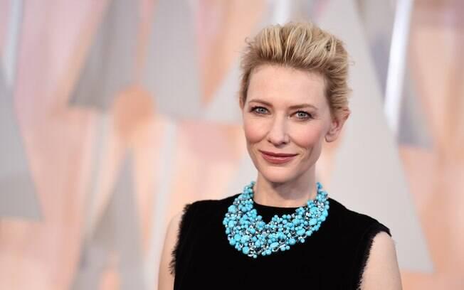 Cate Blanchett é uma das atrizes com pele tom porcelana
