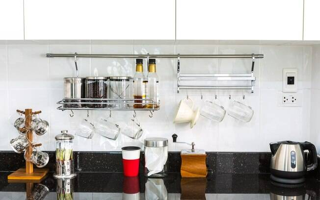 Para construir uma cozinha gourmet, todos os itens que estão lá precisam ser organizados de forma prática e eficiente
