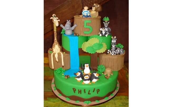 Personagens do desenho Madagascar enfeitam o bolo de Isa Cake Designer