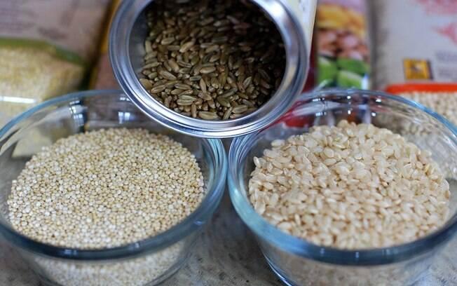 Misturar arroz e quinoa resulta em um prato saboroso e nutritivo para seu Natal