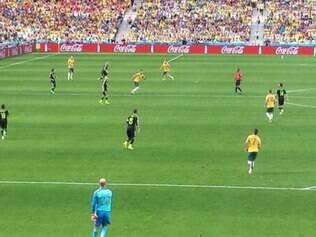 Espanhóis e australianos se enfrentam na Arena da Baixada. A cor amarela tomou as arquibancadas do estádio
