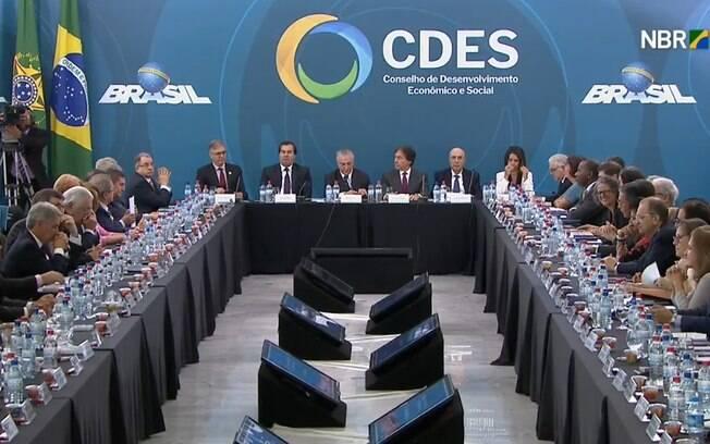 Declarações do presidente da República foram feitas, porém, em meio a uma mesa majoritariamente masculina