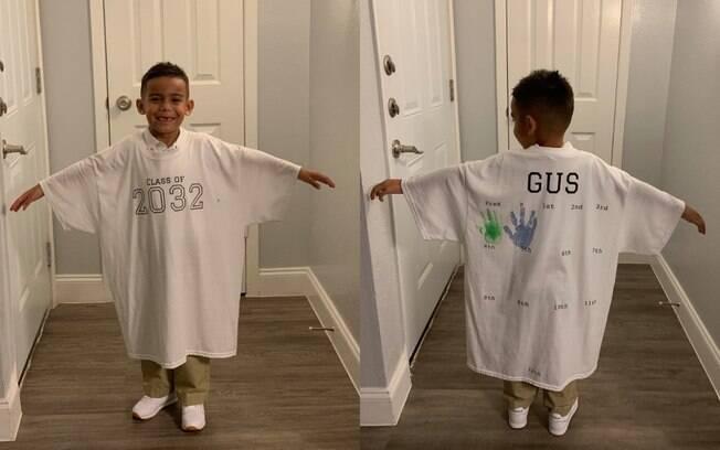A mãe decidiu fazer uma camiseta para que na formatura o filho pudesse se lembrar desses primeiros dias de aula
