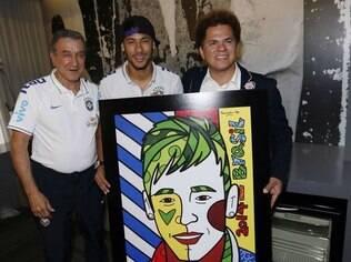 Neymar ganha quadro personalizado do artista Romero Britto