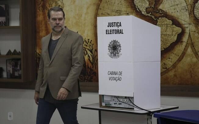 Presidente do STF, Dias Toffoli votou neste domingo em colégio em Brasília, no Distrito Federal