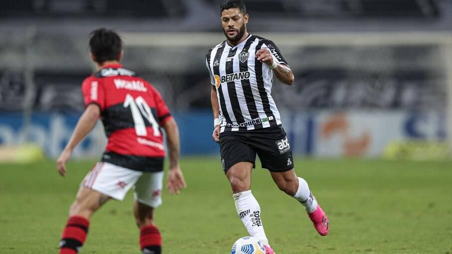 Com dois gols do meia Savarino, Galo entra no G4 do Brasileirão