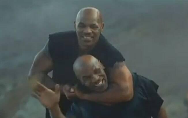 No fim do comercial, a surpresa: uma outra ilha habitada apenas por Mike Tyson